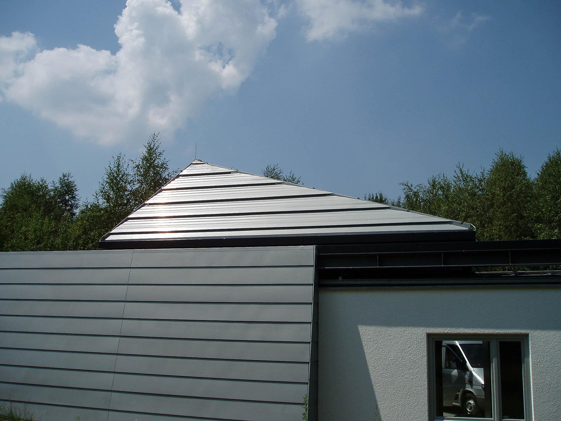 Cabrio-Schiebedach am Observatorium Dresden (Objekt  1114). Cabrio-Schiebedach in asymetrischer Pyramidenform - zu etwa 50 % geöffnet