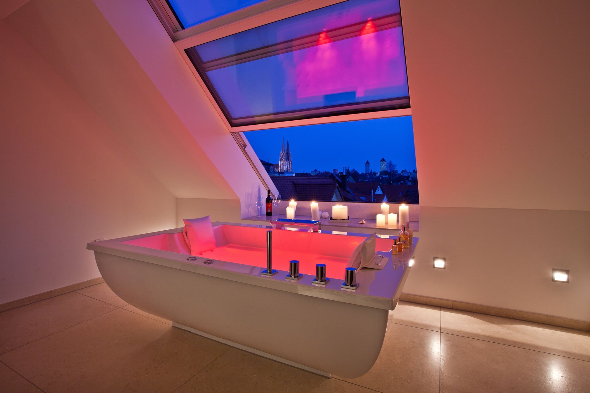 OpenAir roof sliding window in Regensburg (object 1100). By day and by night: the luxury bathing experience with a view of Regensburg Cathedral