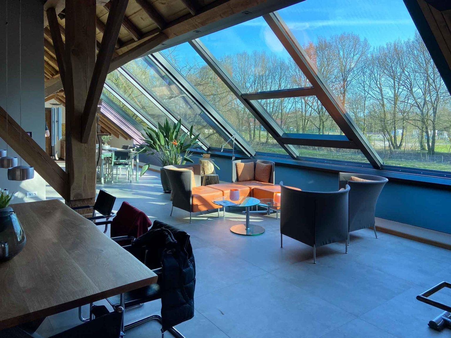 Panorama Dachschiebenster in Leer (Objekt 1206). 2 teiliges Panorama Dachschiebefenster (Typ AL), 1050  cm breit und 350 cm hoch, 3-fach Glas (Ug 0,7) und Sonnenschutzfunktion, Elektroantrieb