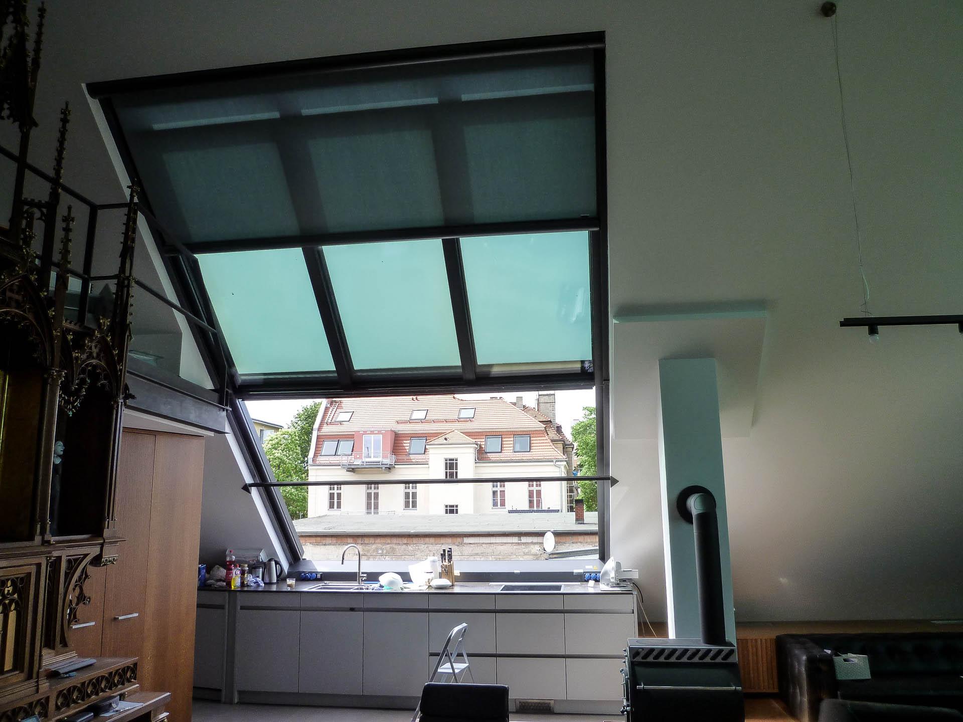 2-teiliges OpenAir Dachschiebefenster in Potsdam (Objekt 1127). Kochen unter freiem Himmel. Direkt oder auf Knopfdruck geschützt durch Glas.