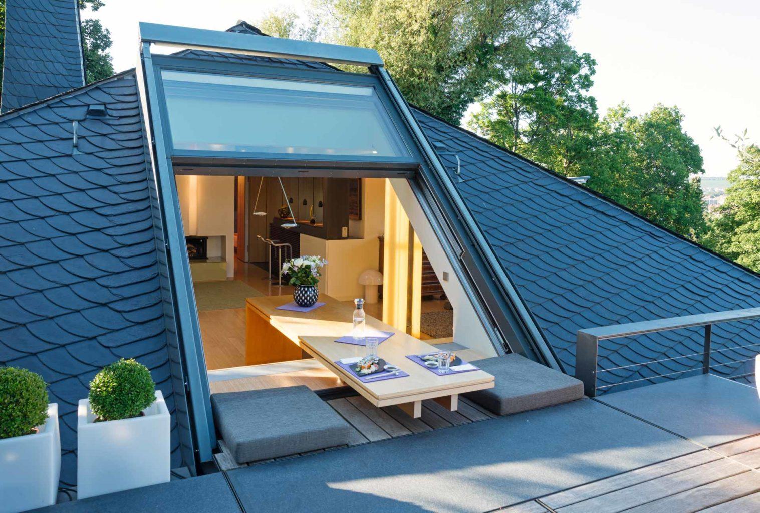 3-teiliges OpenAir-Dachschiebefenster in Würzburg (Objekt 925). Das geöffnete OpenAir-Dachfenster ermöglicht den freien Zugang zur Dachterrasse