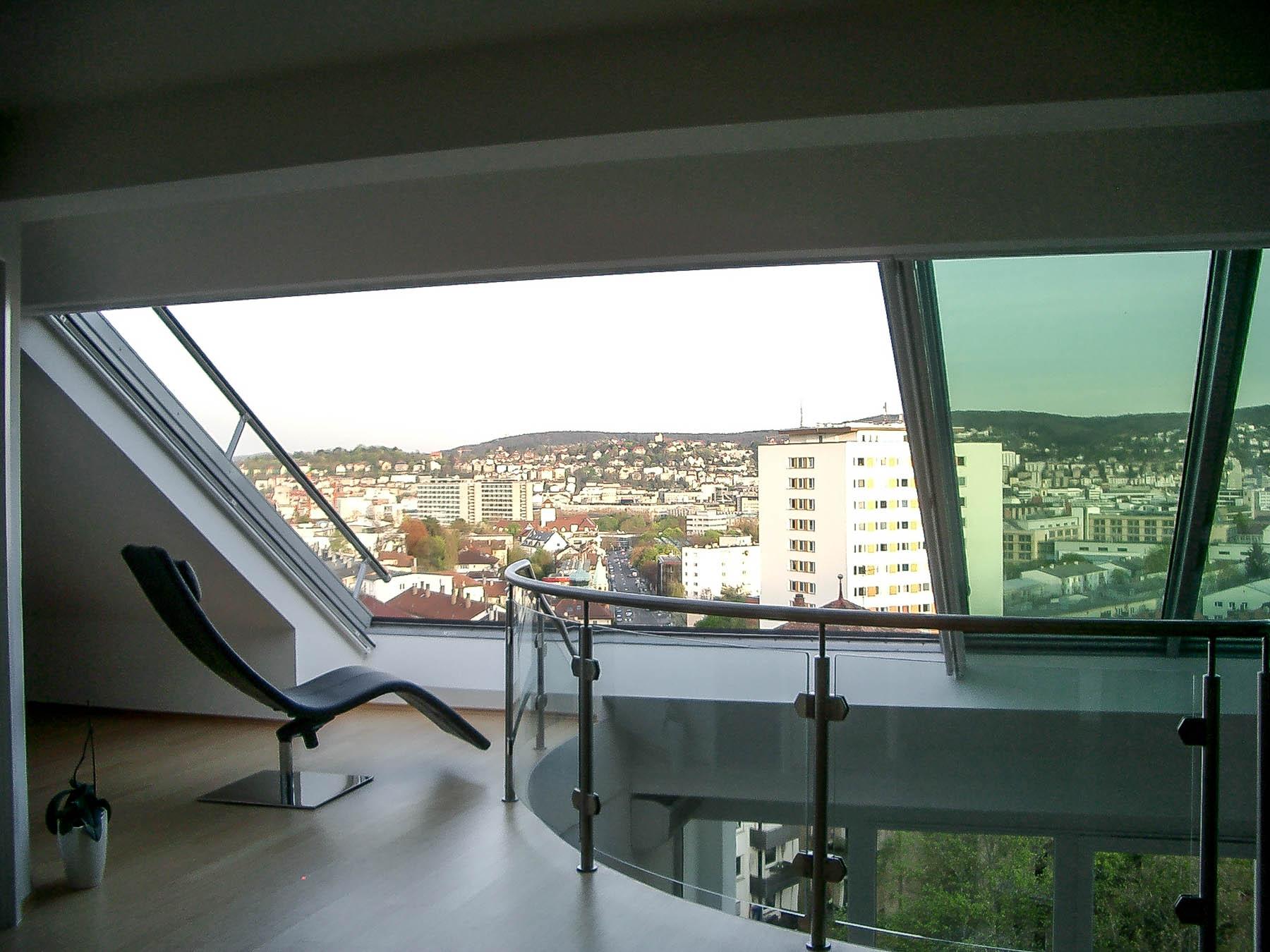 Dachfenster Panorama in Stuttgart (Objekt 1072). Ungehinderter Ausblick auf die Innenstadt von Stuttgart