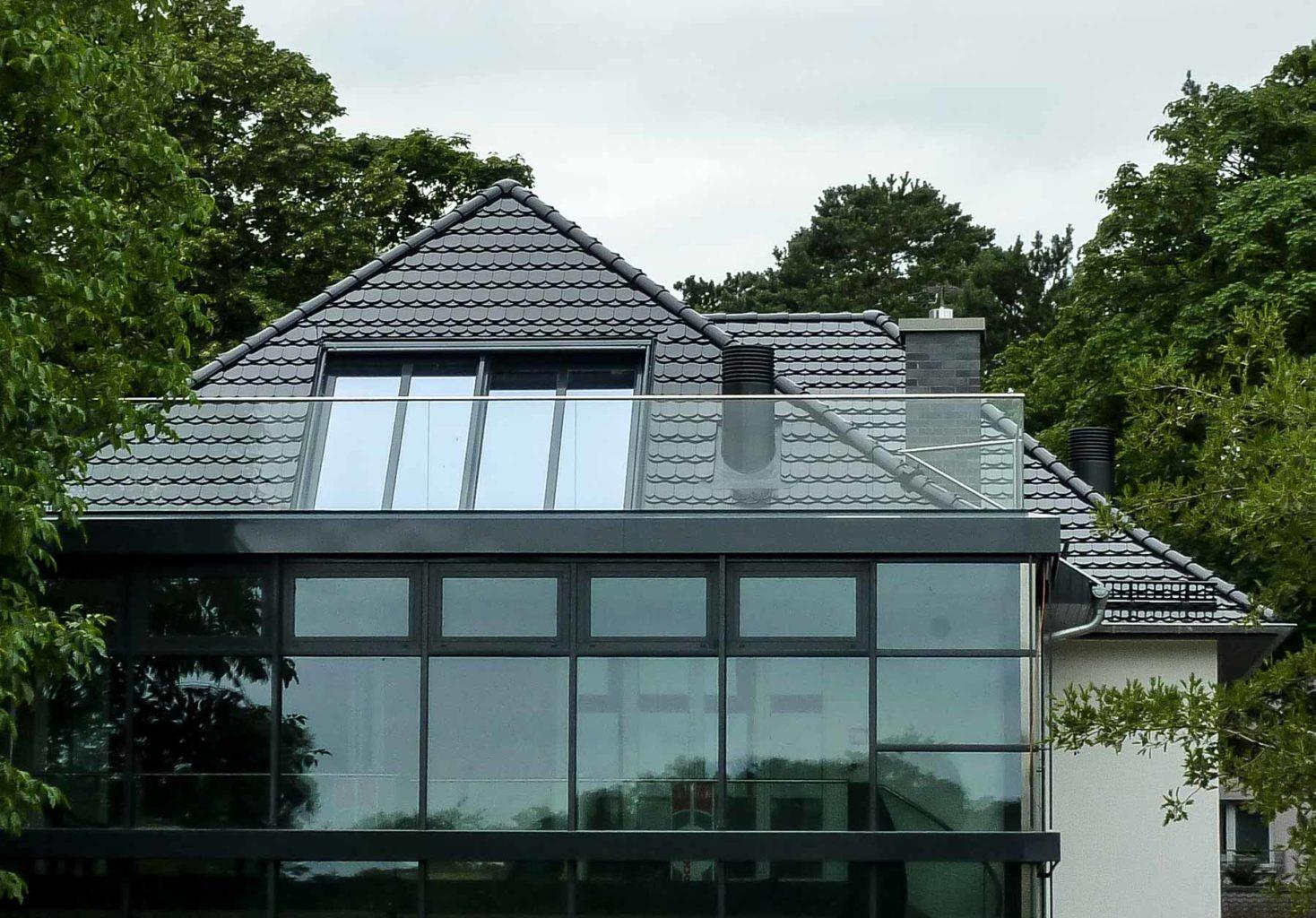 Dachfenster Panorama in Berlin (Objekt 1109). Panorama-Dachschiebefenster als Dachgeschoss-Belichtung und komfortabler Austritt auf die Dachterrasse - flächenbündiger Einbau