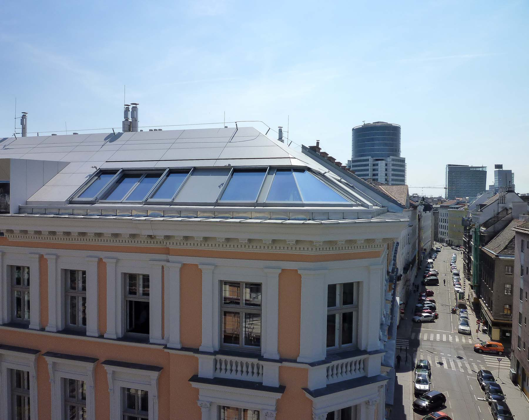 Cockpitverglasung mit Panorama Dachfenster in Wien (Objekt 1113).