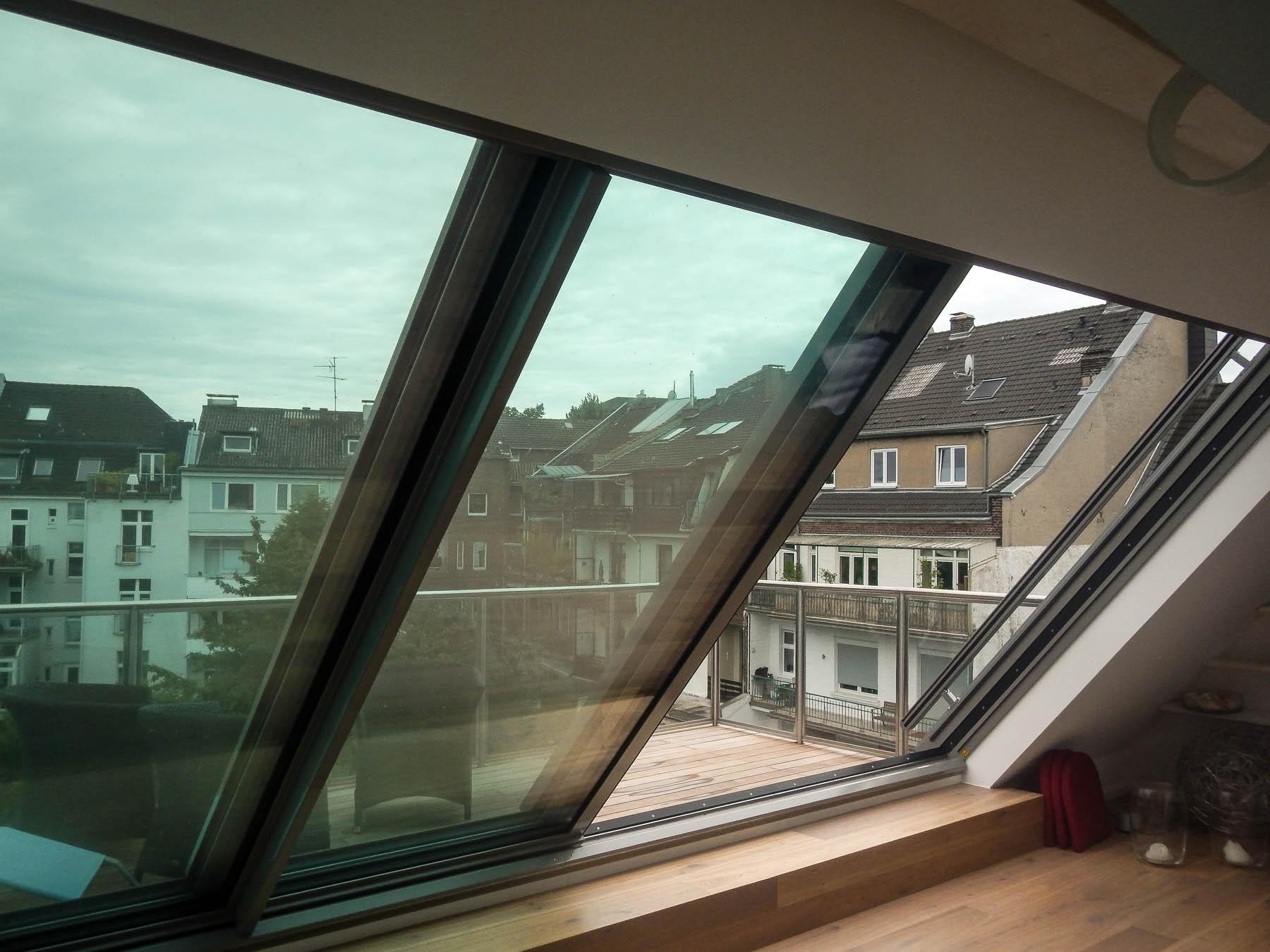 2-teiliges Panorma Dachschiebefenster in Düsseldorf (Objekt 113. Dieses 2 teilige Panorama Dachfenster hat eine Größe von 600 x 280 cm (BxH)