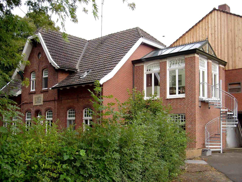 Wintergarten DecoArt in Gronau (Objekt 1086). 2-geschößiger Anbau mit dekorativem Wintergarten an einem Münsterländer-Hofgebäude