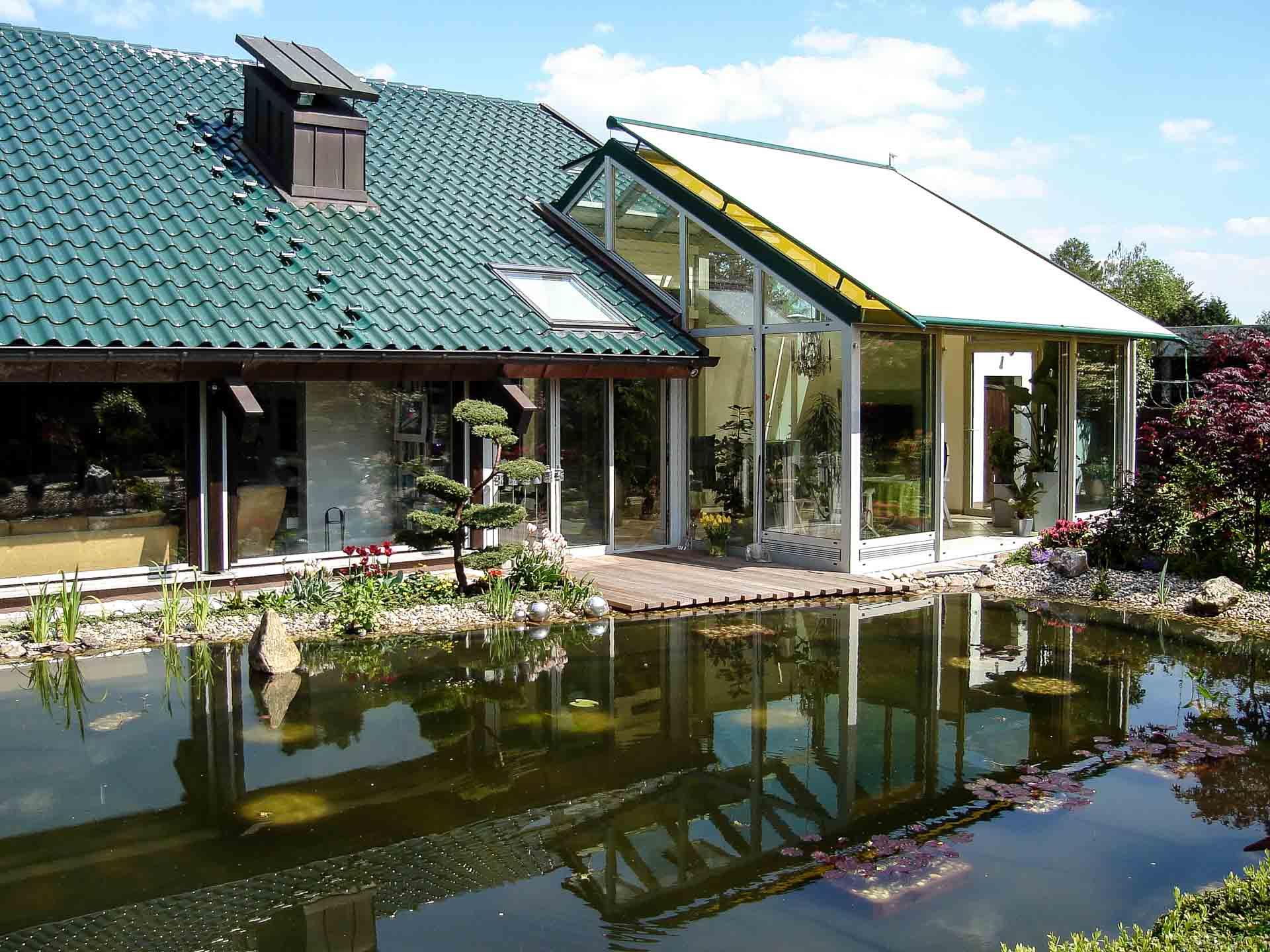 Wintergarten in Pulheim (Objekt 1060). Wohnwintergärten von Sunshine sind vollwertige Räume, können dauerhaft genutzt werden und bringen in jeder Jahreszeit eine Extraportion Licht in das Haus. (Foto 1060_2947 in EcoSun-Ausstattung)