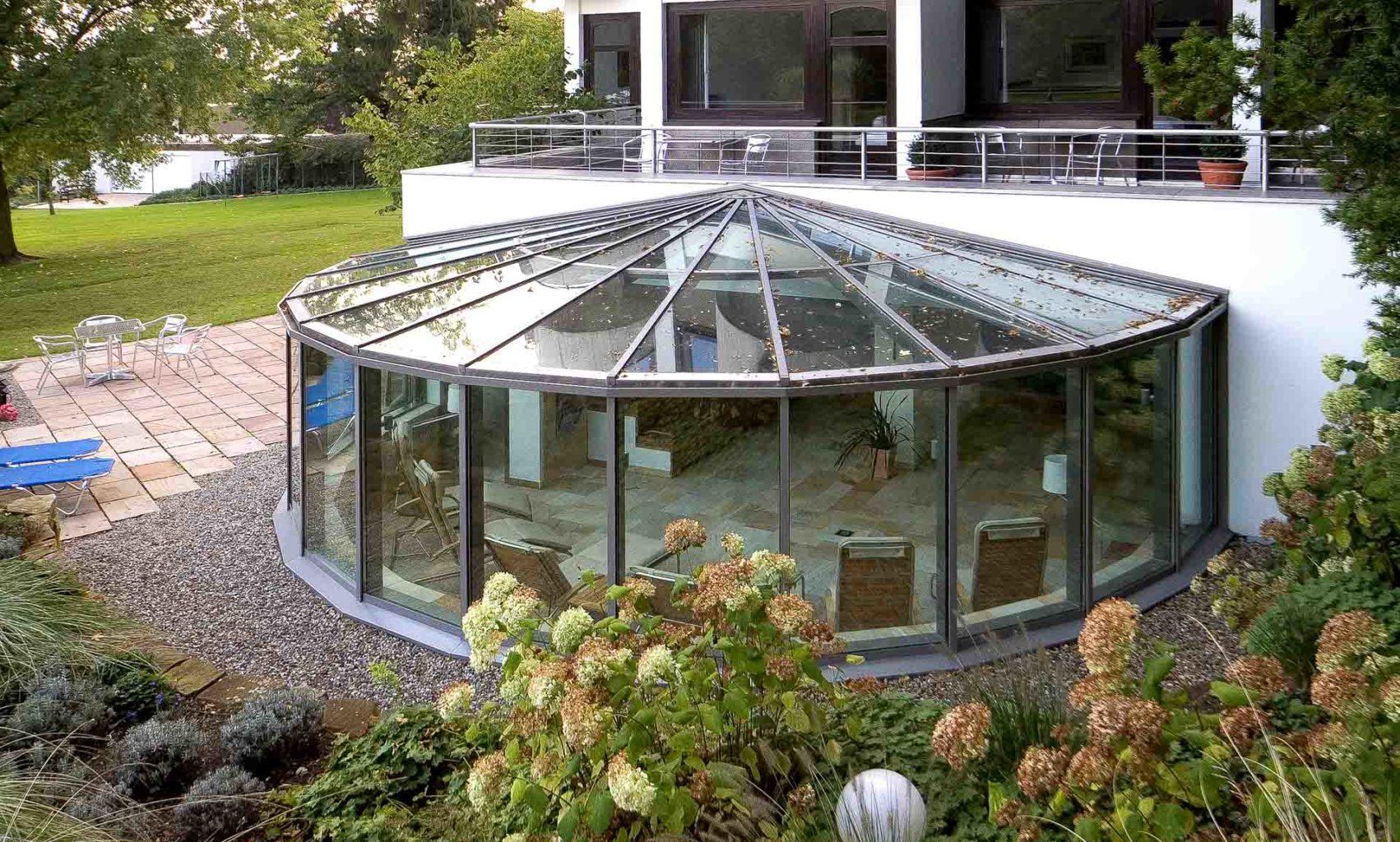 Wintergarten schützt Wellnessoase des Hotels Benther Berg in Ha.