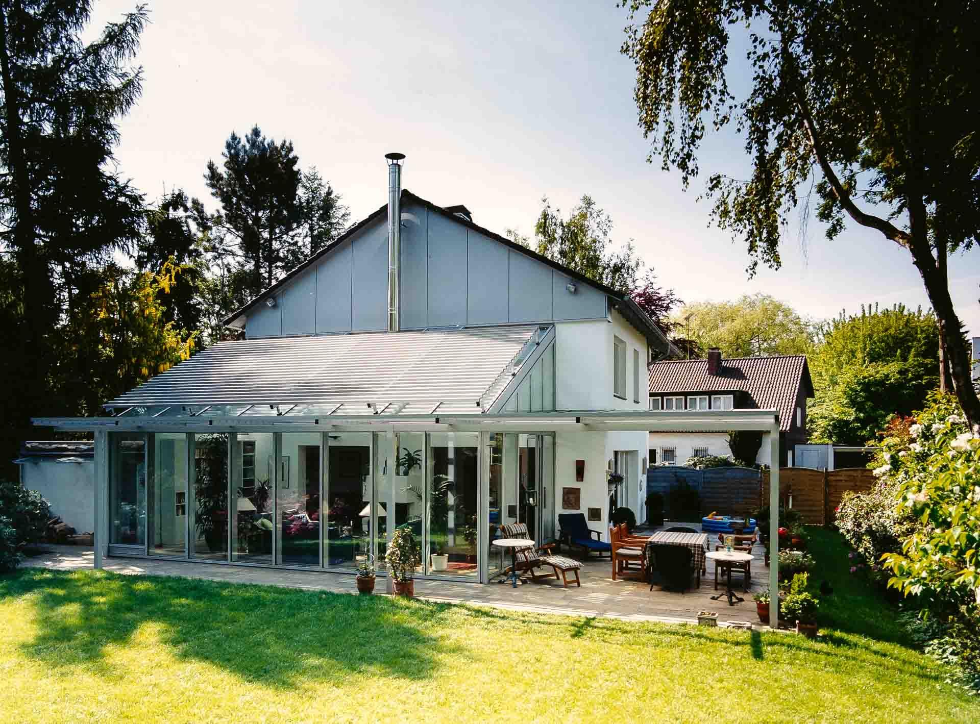 FineArt Wintergarten in Dortmund (Objekt 806). Dachflächen-Sonnenschutz durch graziles Aluminium-Lamellensystem