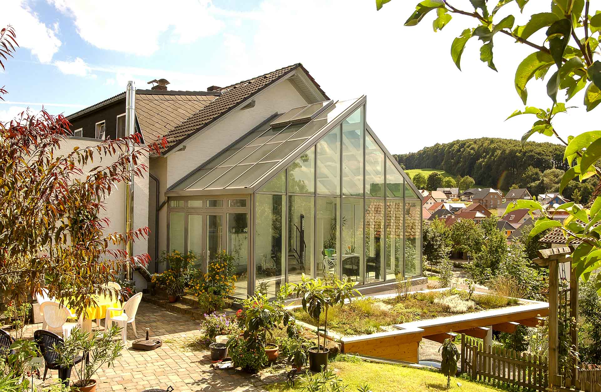 FineArt conservatory in Bad Driburg (object 869). Outstandingly adapted and yet idiosyncratic - the modern glass shingle roof.