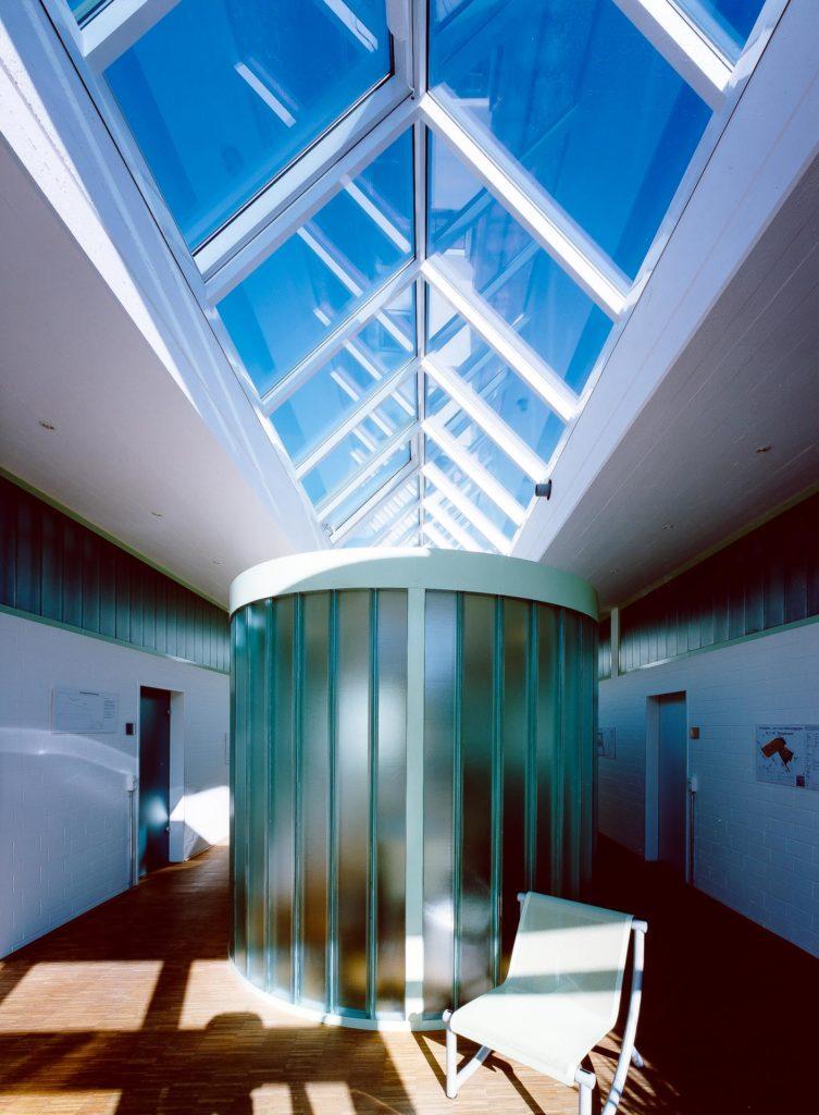 Lichtdach in Bergisch Gladbach (Objekt 740). Lichtdach in Satteldachform mit geschweißter Alumium-Konstruktion