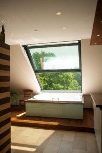 OpenAir Dachschiebefenster in Damme (Objekt 1048). Badewonnen genießen mit Blick ins Grüne