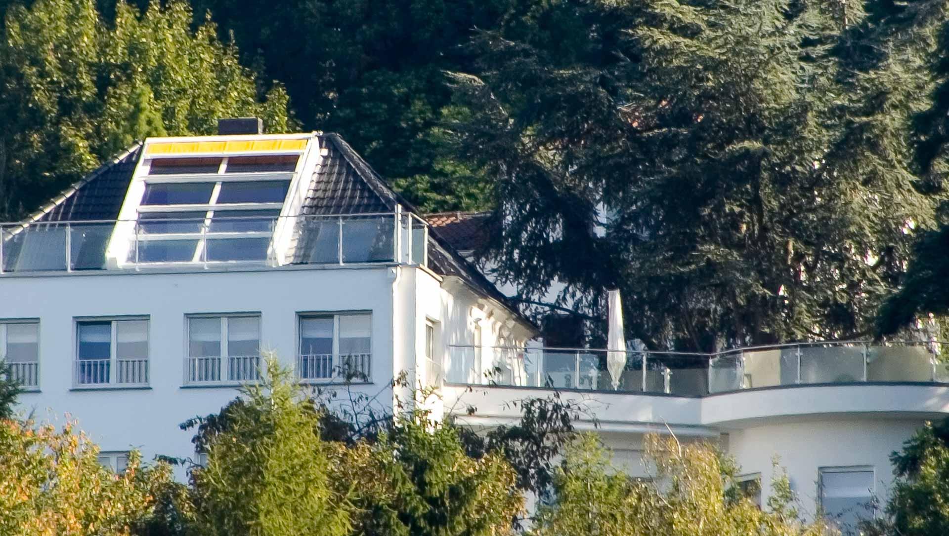 4 teiliges OpenAir-Dachschiebefenster in Saarbrücken (Objekt 94. Das 4-teilige OpenAir-Dachschiebefenster (350 cm x 450 cm) öffnet den Blick auf die ländliche Umgebung bei Saarbrücken
