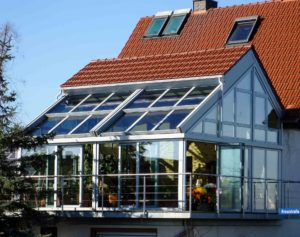 OpenAir sliding roof in Wahrenberg an der Ems (Object 1098). Living room conservatory with combination of tiled roof and OpenAir sliding roof