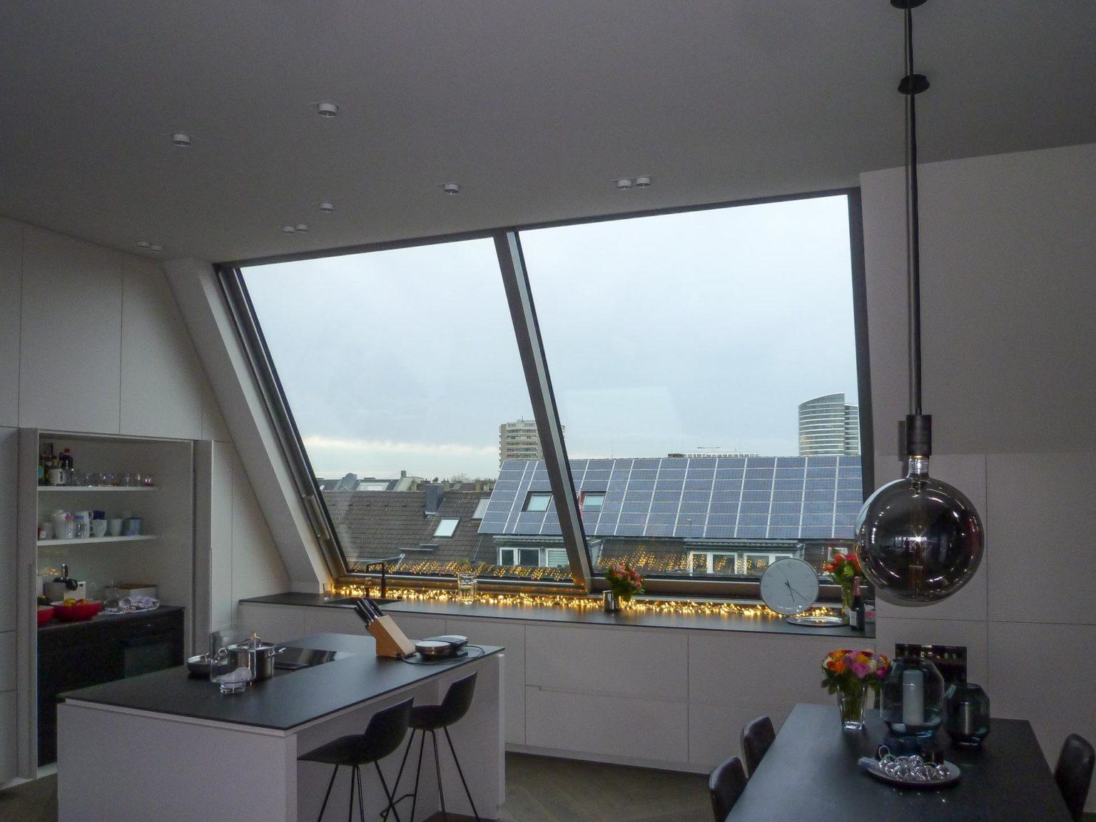 Dachschiebefenster in Düsseldorf. 2-teiliges Panorama AL Dachschiebefenster in Düsseldorfer Dachgeschossküche
