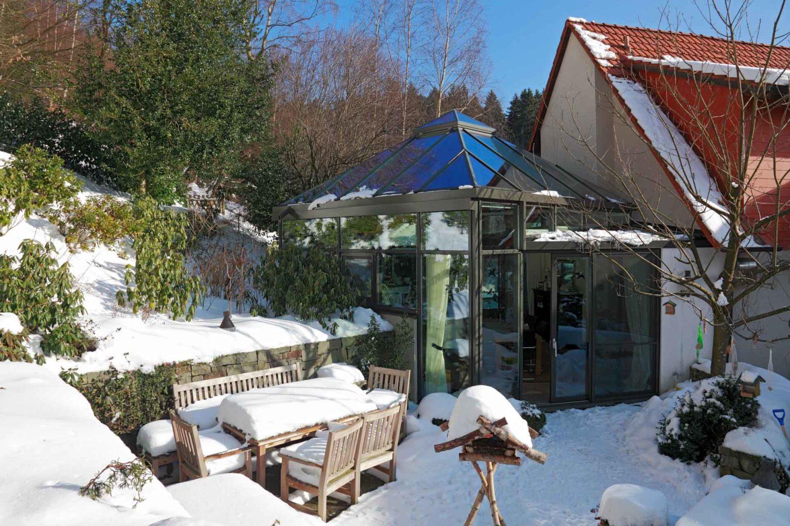 Wintergarten im Winter in Plettenberg (Objekt 1059). Gemütlicher Wintergarten im Winter