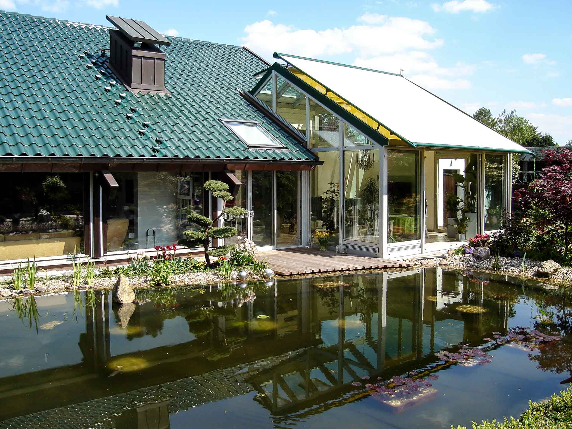 Wintergarten in Pulheim (Objekt 1060). Galerie und Wohnbereich gut beschattet durch Außenmarkise