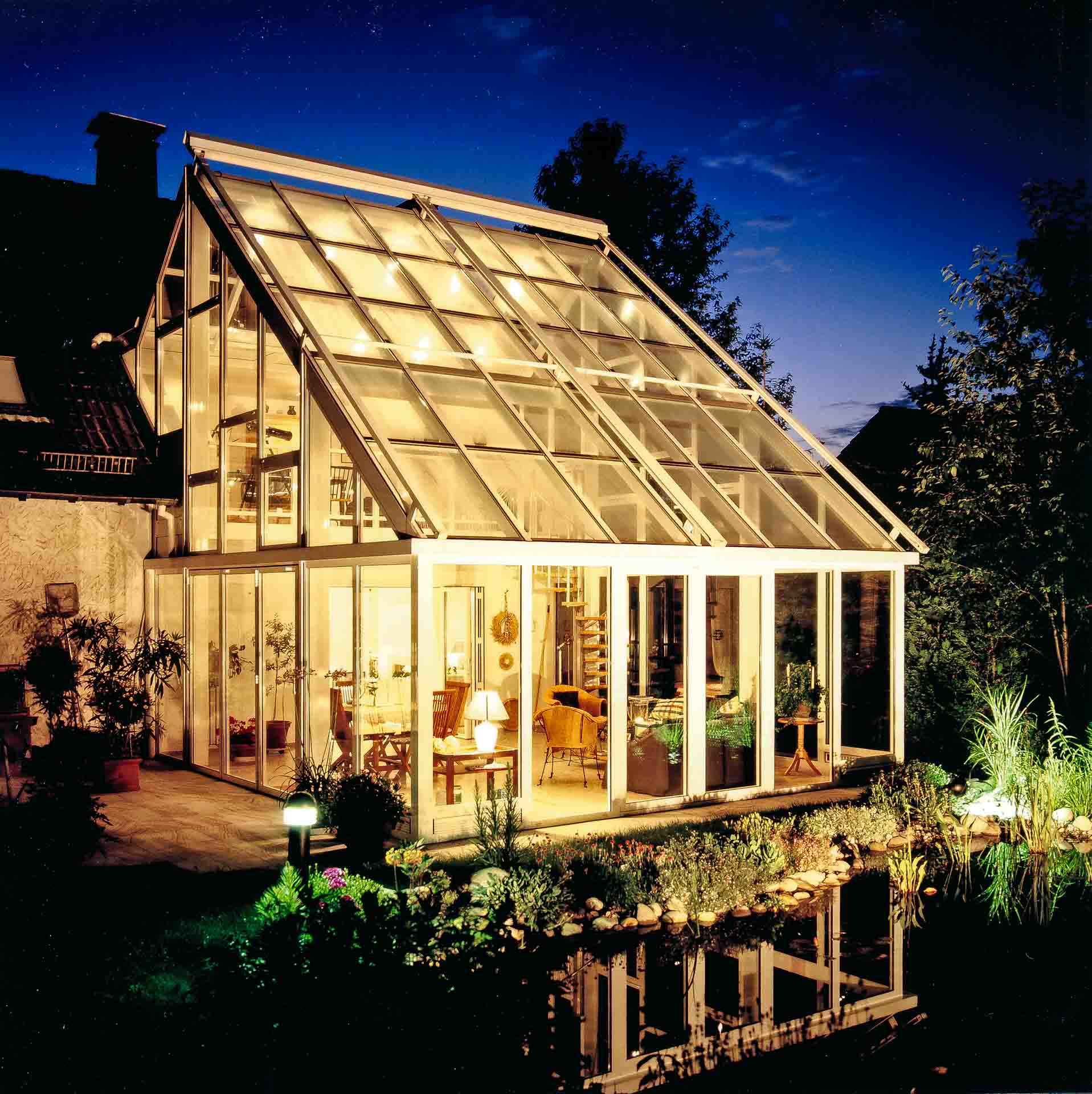 2-storey conservatory in Gummersbach (object 633). Enjoy evening atmosphere in winterly atmosphere with garden connection.