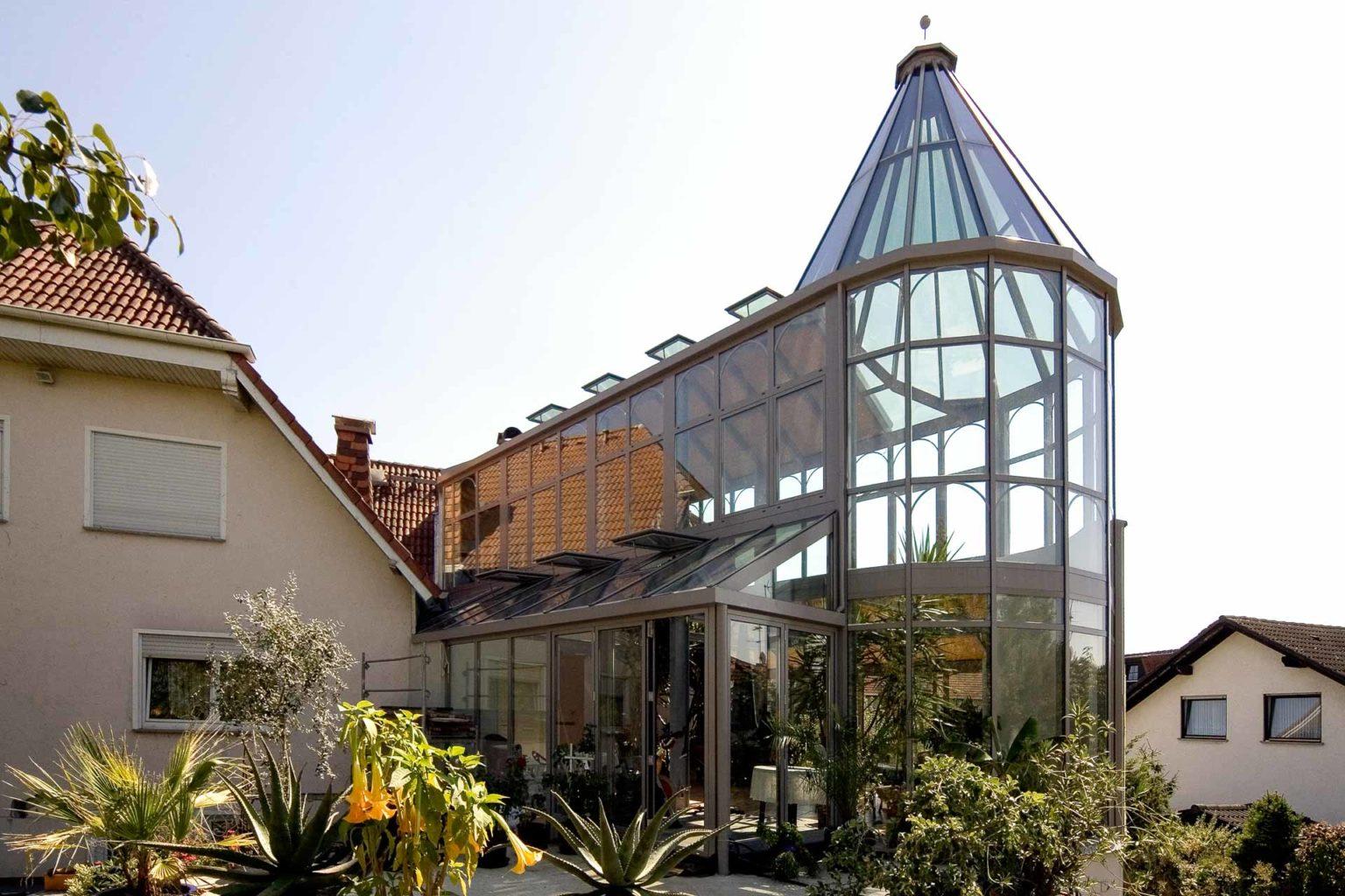 Wintergarten in Wöllstadt (Objekt 982). Privates Palmenhaus mit Turm-, Mittel- udn Seitenschiffen