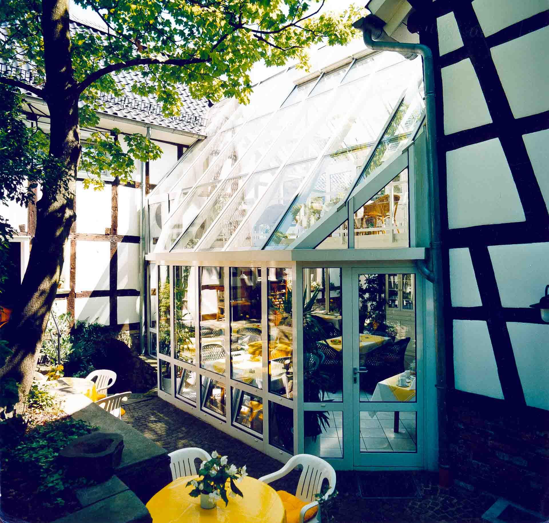 Wintergarten am Hotel Malerwinkel in Bergisch Gladbach (Objekt 498)