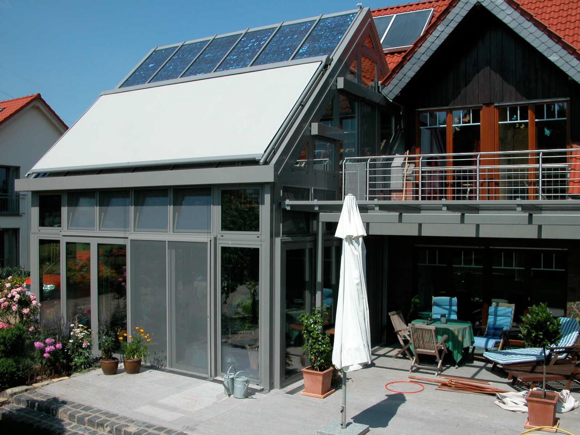 Wintergärten mit Photovoltaik im Glas