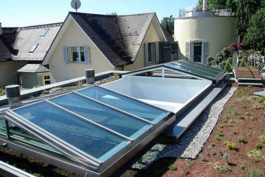 Cabrio schuifdak in Königstein (object 1058). Het beweegbare glazen dak zorgt voor een vrij uitzicht.