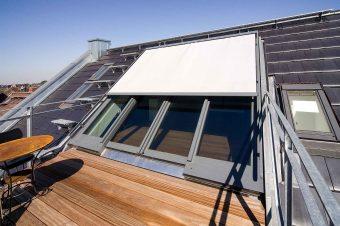 Panorama Dachschiebefenster in Darmstadt (Objekt 983). Dachwohnungen besitzen ein ganz besonderes Flair. Große Dachflächenfenster fluten sie mit viel Licht und geben nachts den Blick zu den Sternen frei. Ein weiterer Vorteil: Dank ihrer Dimensionen sind sie zugleich ein fast barrierefreier Zugang zur Dachterrasse.